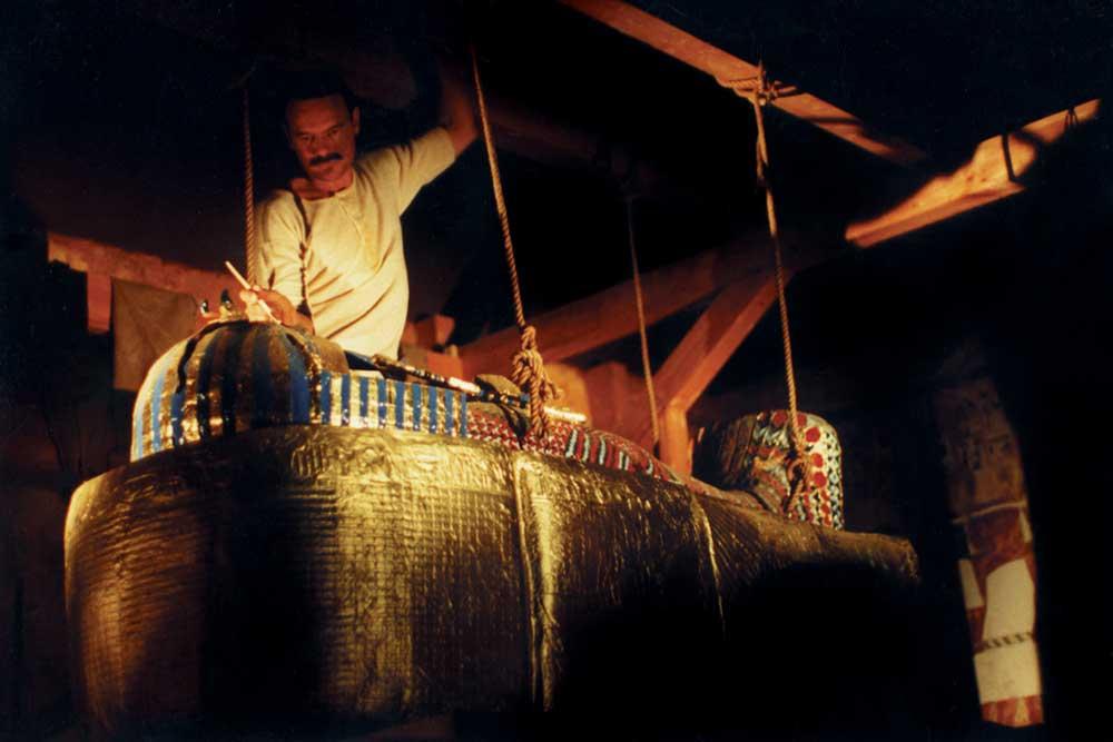 Uneathing Tutankhamun's mummy - The Tutankhamun Exhibition